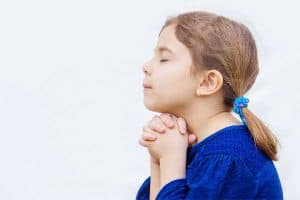 girl in blue praying the acts prayer method